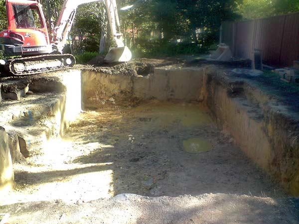 Scavo per piscina sassuolo reggio emilia costo realizzazione piscina interrata privata - Quanto costa costruire una piscina ...